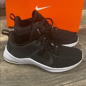 Auth Nike signature sneakers tennis shoes sz 8.5 W